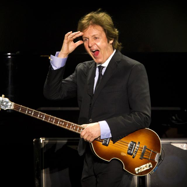 Suatu Kehormatan Jhon Pizzarelli Sepanggung Paul McCartney